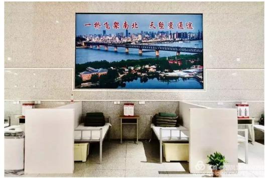 《汉口北方舱医院交工验收,中铁大桥局携武汉市云峰市政工程有限公司完成1082张床位建设》